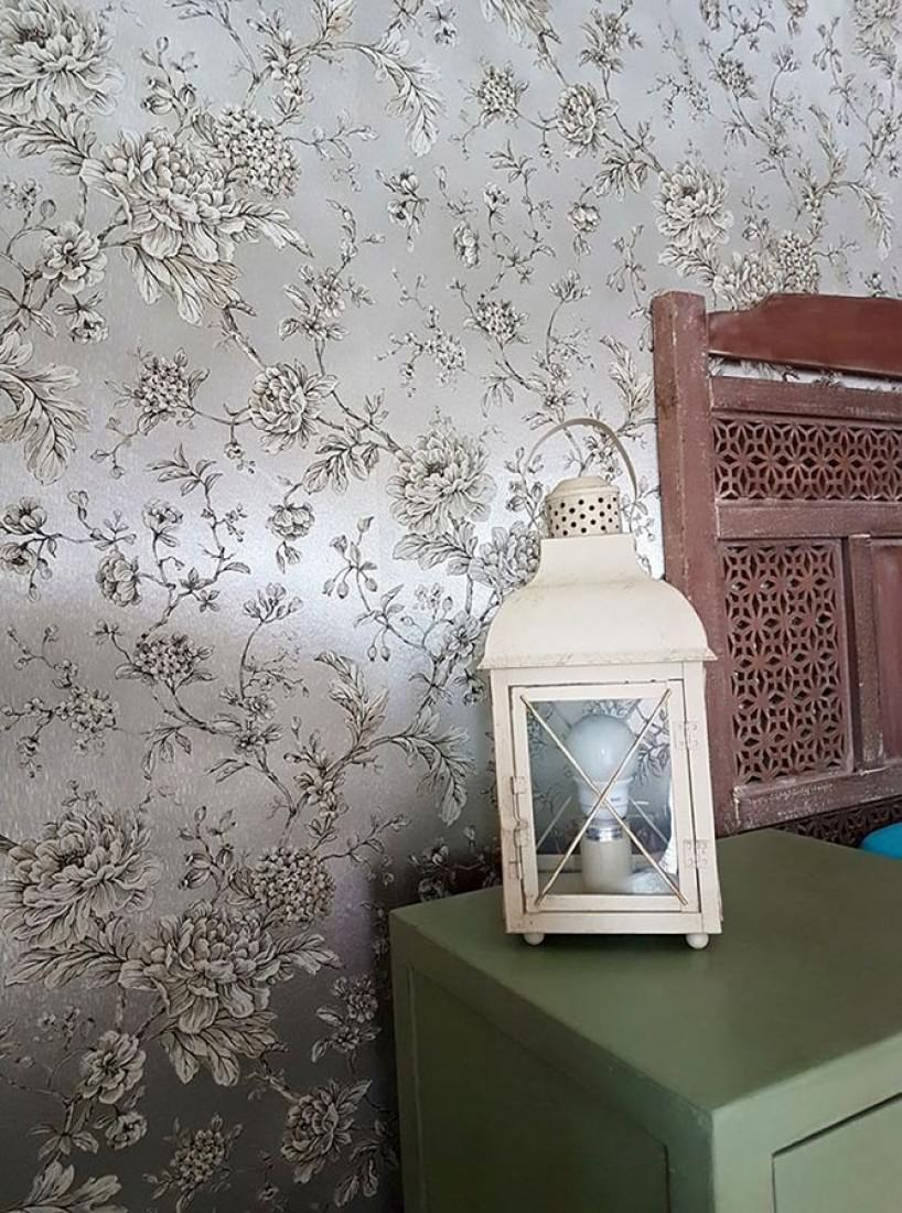 Tapete Elena Muster Matt Untergrund Schimmernd Blumenranken Silber Metallic  Anthrazit Beige Cremeweiss. Raumansicht