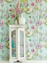 Tapete Larentia Leimdruck Muster matt Untergrund schimmernd Blätter Blüten Weissgrün Blaulila Farngrün Hellrosa Maisgelb Pastelltürkis