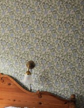 Carta da parati Ludivine Effetto stampato a mano Opaco Foglie Fioritura Art nouveau Klee Bianco crema Blu chiaro Verde olivastro Hellfarngrün