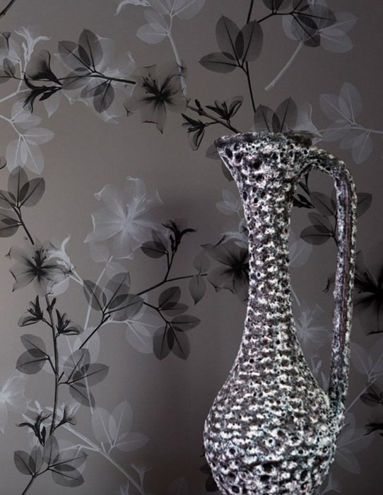Wallpaper Ambria Matt Branches with leaves and blossoms Grey Light grey Black Black grey