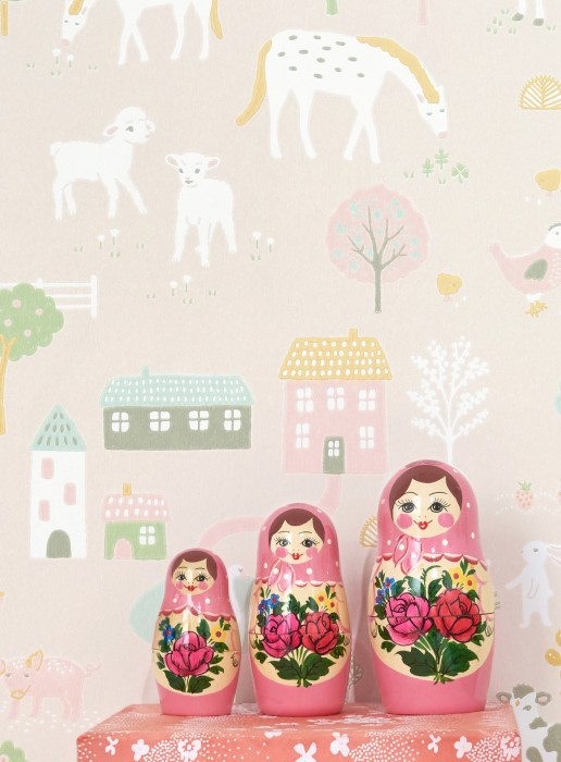 Wallpaper My Farm Hand printed look Matt Trees Buildings Rabbits Cute Little Chicks Horses Sheep Schweine Kühe Pale pink Antique pink Cream Shades of green Honey yellow