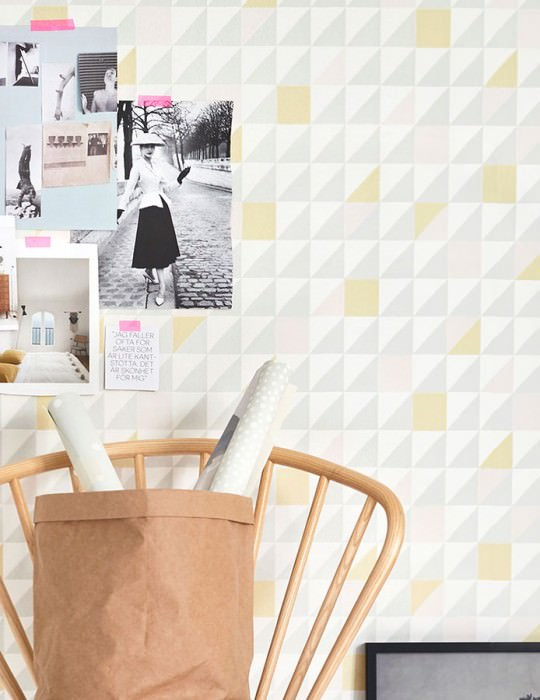 Wallpaper Katinka Hand printed look Matt Triangles Squares Cream Grey Light yellow Pale pink