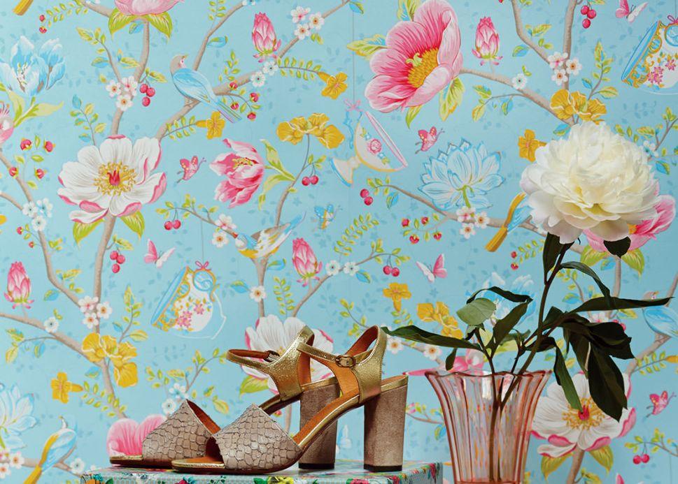Florale Tapeten Tapete Luna Pastellblau Raumansicht