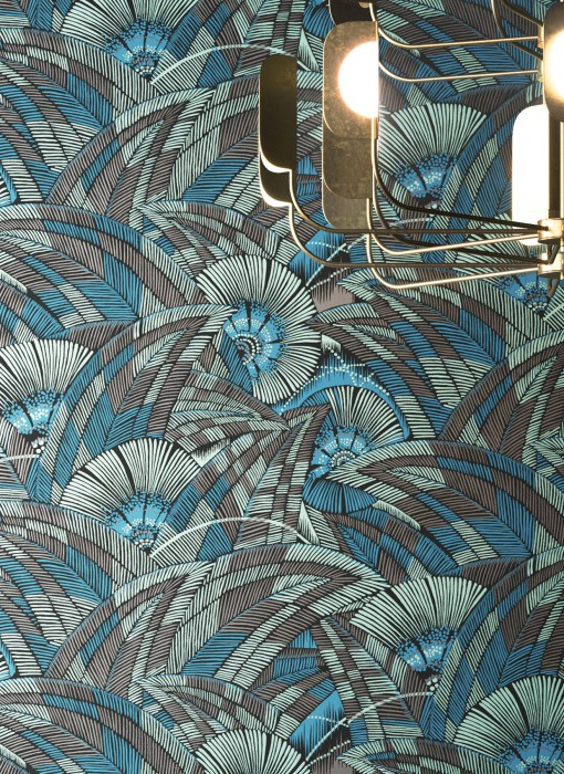 Wallpaper Siskara Matt Stylised leaves Stylised blossoms Black Grey brown Pearl green Water blue