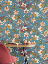 Wallpaper Frederika Hand printed look Matt Leaves Blossoms Ocean blue Shades of green Light ivory Honey yellow Copper brown Pale pink Rottöne