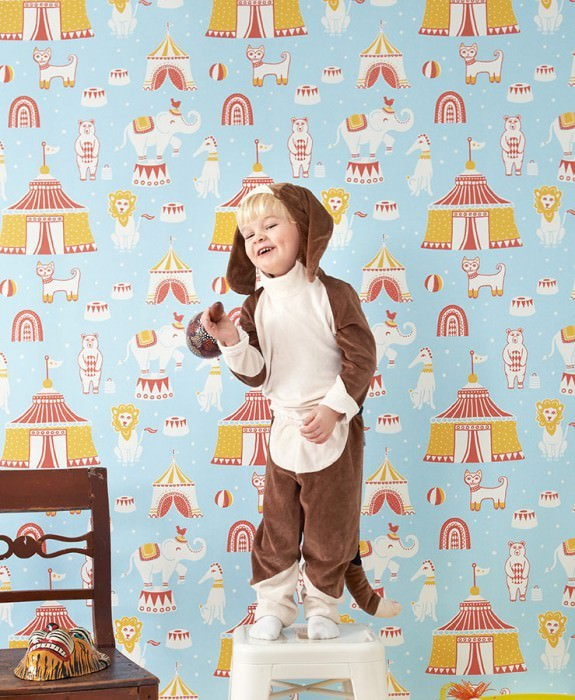 Wallpaper Cirkus Hand printed look Matt Bears Elephants Cats Lions Big Top Light blue Coral red Maize yellow White
