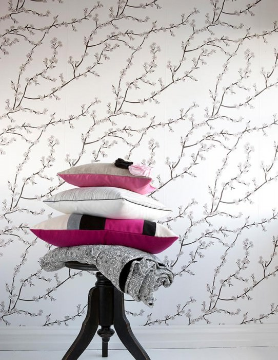 Wallpaper Kyoto Matt Cherry blossoms Branches with blossoms Cream Gold shimmer Black brown Violet