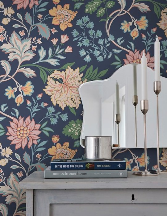 Wallpaper Ebba Hand printed look Matt Flower tendrils Dark blue Beige Light blue Light ivory Rosewood