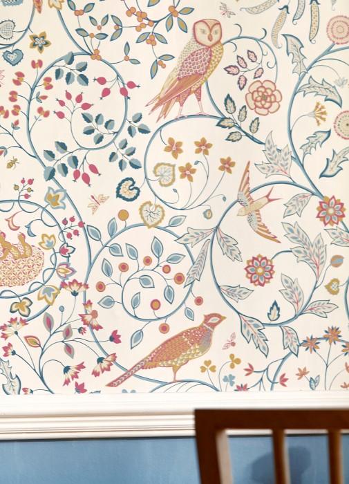 Papel de parede Jorinde Mate Folhas gavinhas Corujas Insetos Flores estilizadas Pássaros Branco creme Amarelo caril Marfim claro Azul oceano Azul pastel Violeta avermelhado