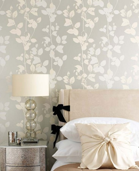 Wallpaper Pallas Matt pattern Shimmering base surface Leaves Branches Silver Cream Grey white
