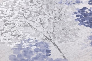Tapete Namika Matt Bäume Cremeweiss Rotbraun Silber Schimmer Violettblau