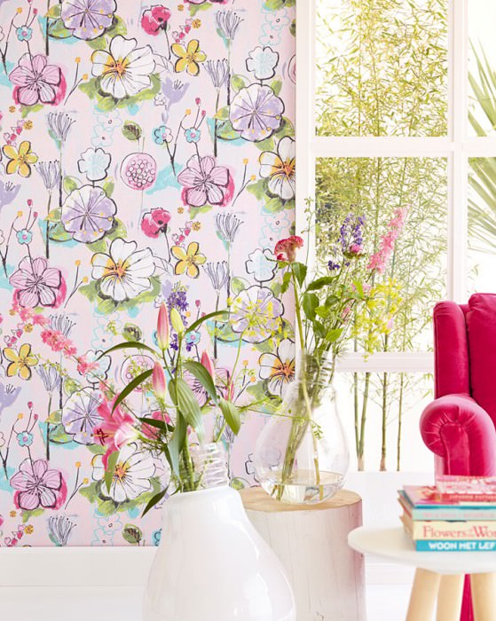 Wallpaper Larentia Hand printed look Matt pattern Shimmering base surface Leaves Blossoms Pastel rose Blue lilac Fern green Light pink Maize yellow Pastel turquoise