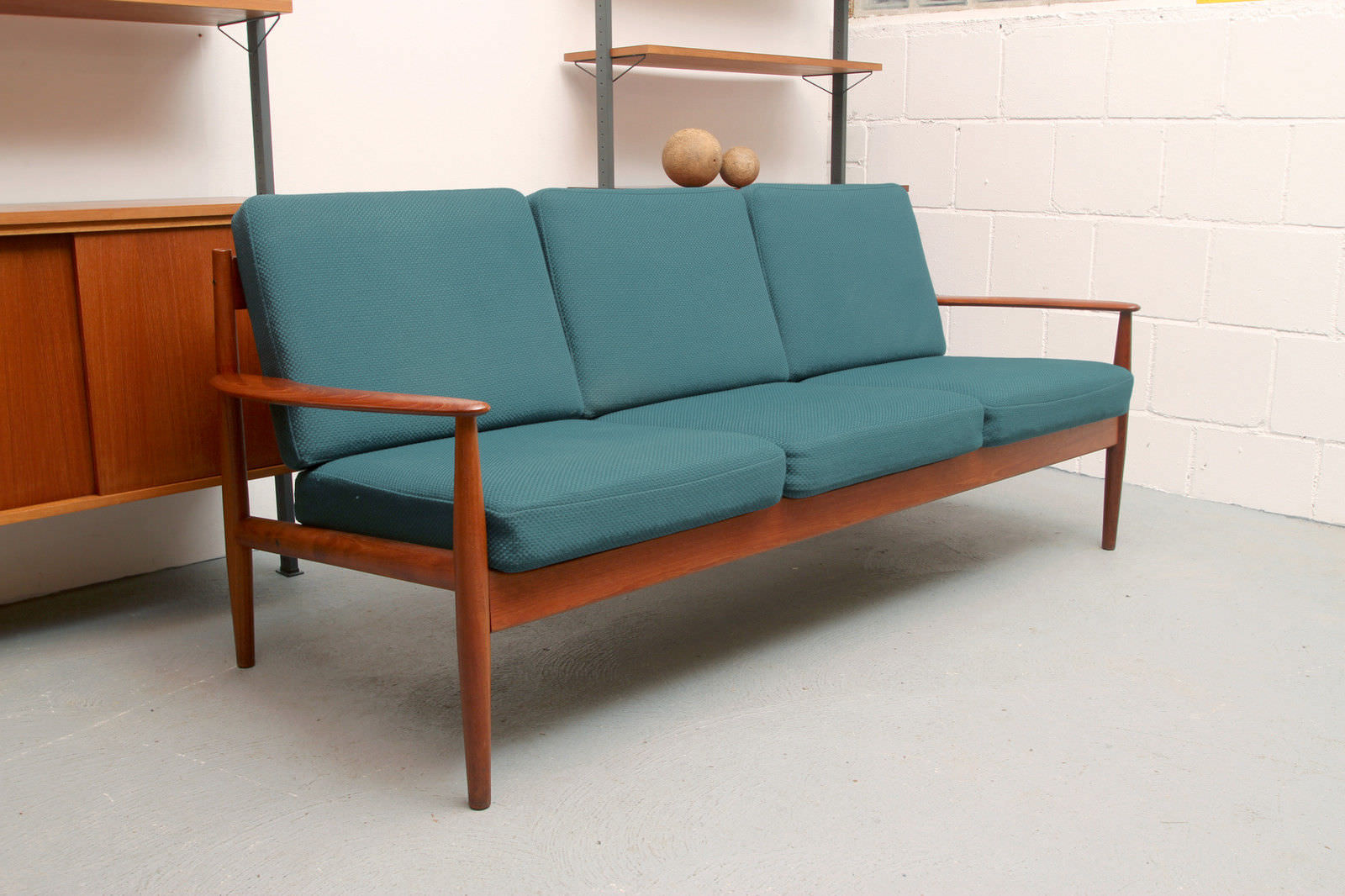 Minimalismus-Sofa