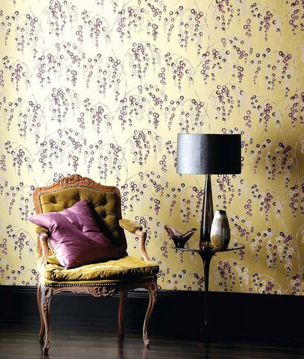 Wallpaper Erigone Matt pattern Shimmering base surface Branches with fruit Gold Grey brown Light ivory Violet