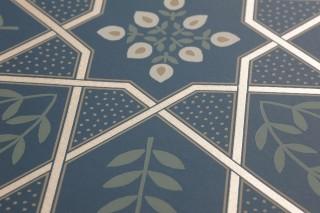 Wallpaper Frieda Shimmering pattern Matt base surface Floral damask Graphic elements Stylised leaves Stylised flowers Ocean blue Beige Pale green Pebble grey Pearl beige