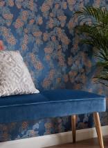Papier peint Sahira Aspect impression à la main Motif mat Surface chatoyante Feuilles Fleurs stylisées Bleu chatoyant Bleu ciel Gris silex Rosè