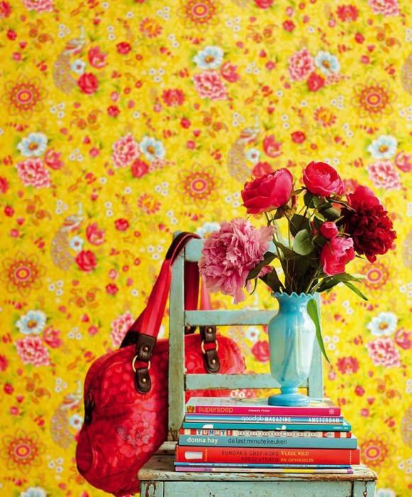 Papel de parede Ludmilla Mate Flores Pavões Amarelo ouro Vermelho morango Verde amarelado Azul claro Branco