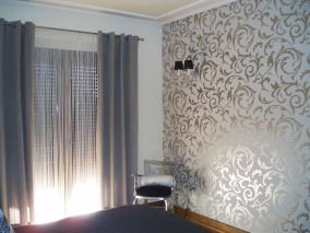 Wallpaper Medusa Shiny pattern Matt base surface Baroque elements Grey white Silver lustre