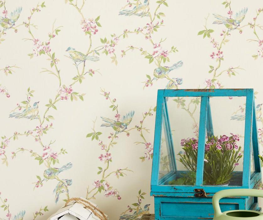 Papier peint Thelma Aspect impression à la main Mat Oiseaux Branches avec feuilles et fleurs Blanc crème Beige Vert bleu Violet bordeaux Vert fougère