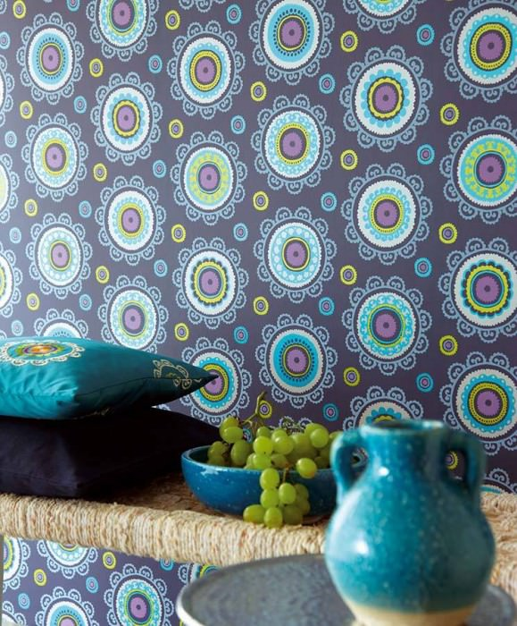 Wallpaper Bragi Shimmering pattern Matt base surface Stylised blossoms Dark blue Blue Yellow green Light grey blue Light grey white