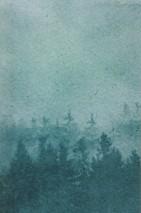 Papel pintado Ligea Mate Montañas Bosque Nubes Tonos de verde Blanco verdoso Blanco