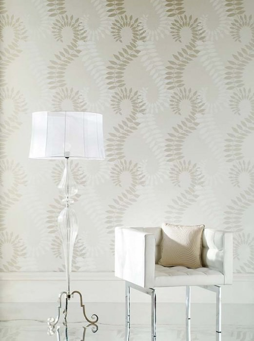 Wallpaper Amphion Shimmering Leaves Stylised tendrils Cream White White gold