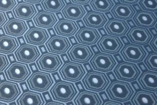 Papier peint Arkadias Motif chatoyant Surface mate Hexagones Points Bleu gris Turquoise pastel Bleu perle Argenté brillant