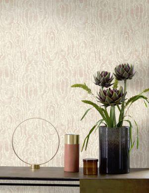 Wallpaper Adomako cream shimmer Room View