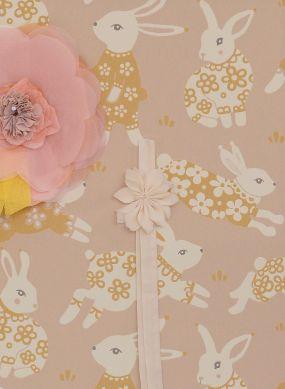Tapete Rabbit Party Beige Raumansicht