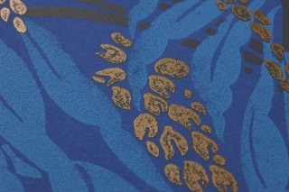 Wallpaper Maringa Hand printed look Matt Branches with leaves and blossoms Violet blue Light blue Pearl gold Black brown