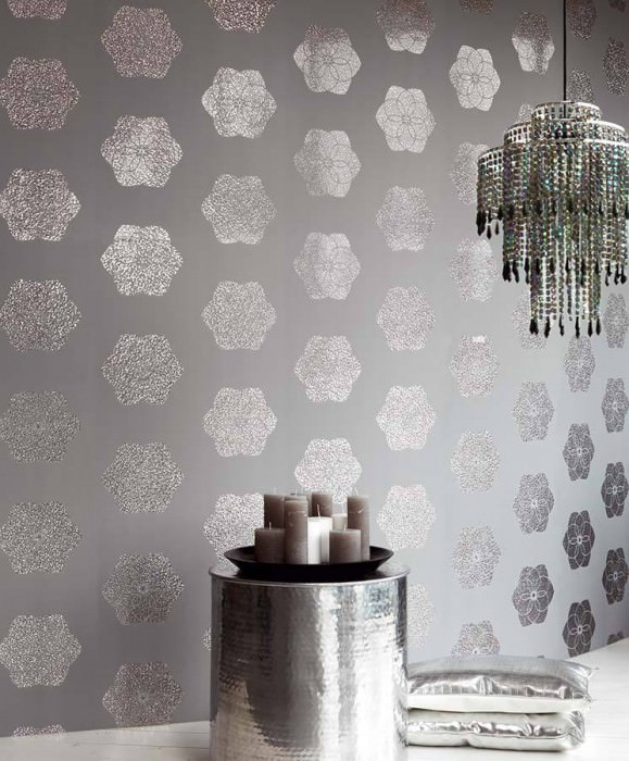 Wallpaper Nandi Hologram effect Matt base surface Diamond-shaped blossoms Light grey Silver lustre