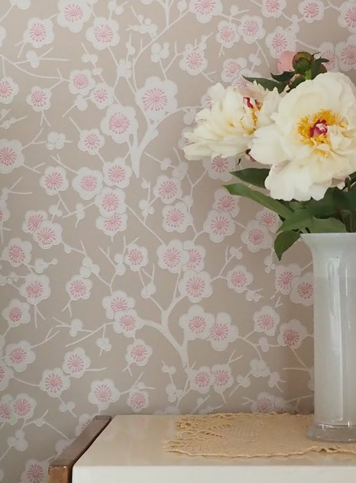 Wallpaper Laila Hand printed look Matt Flower tendrils Cherry blossoms Grey beige Grey white Red