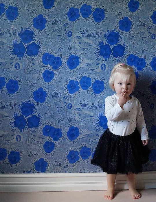 Wallpaper Florinda Hand printed look Matt Blossoms Stylised leaves Clocks Birds Grey Grey blue Ultramarine White
