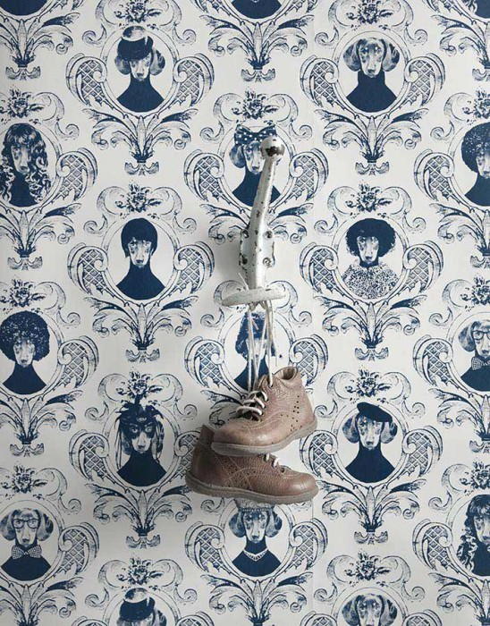 Wallpaper Tillsammans Matt Baroque damask Portraits of dogs White Dark blue