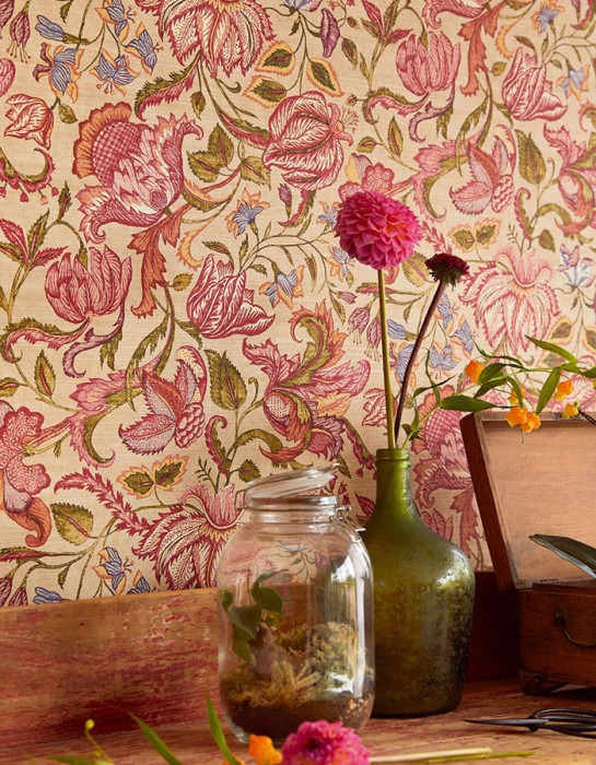 Wallpaper Gelava Matt Looks like textile Flower tendrils Indian Style Cream Strawberry red Olive green Violet