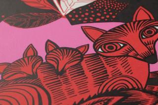 Papel pintado Fox family Mate Árboles Hojas Zorros Negro Rosa Rojo Blanco