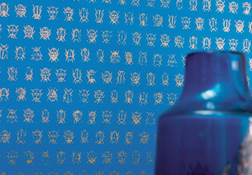 Wallpaper Bug Invasion Shimmering pattern Matt base surface Bugs Blue Pearl beige