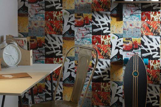 Tapete Berlin Graffiti Rot Raumansicht