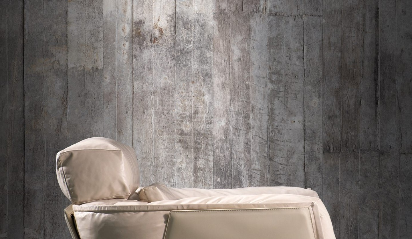 Raw, urban concrete – from building material to wallpaper style
