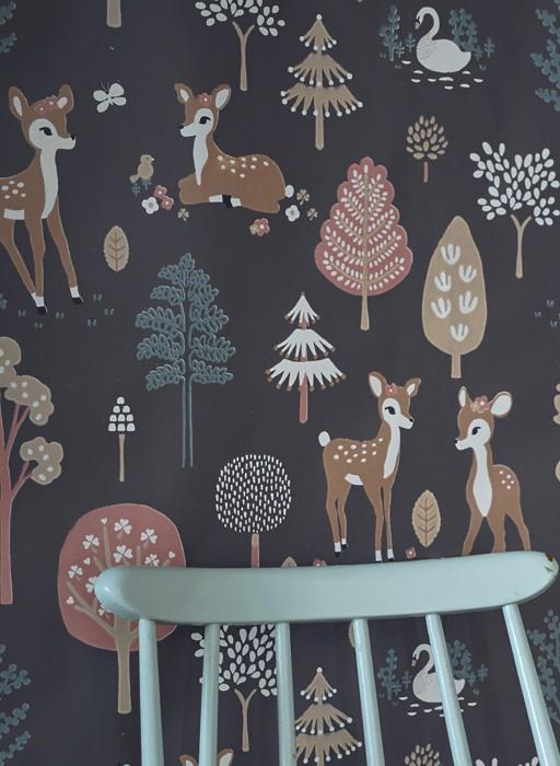 Papel de parede Golden woods Efeito estampado à mão Mate Árvores Veados Borboletas Pássaros Cinza umbra Marrom pálido Bege pardo Branco creme Verde pinho Jacarandá