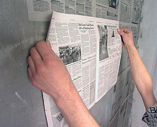 Zeitung-als-Tapezieruntergrund