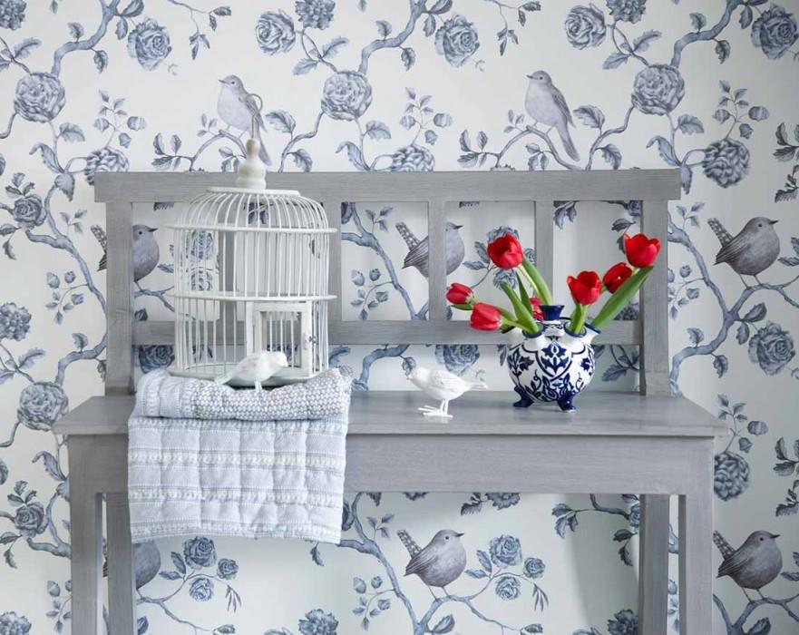 Papier peint Cara Motif mat Surface chatoyante Fleurs Oiseaux Branches Blanc crème nacré lustre Bleu gris pâle Gris violet pâle