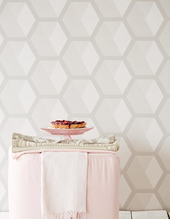 Wallpaper Hirolanit Matt Geometrical elements Hexagons Cream white glitter Grey white Light beige grey White grey glitter