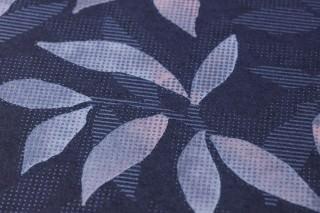 Papier peint Dagista Mat Vrilles de feuille Bleu gris Bleu pâle Gorge de pigeon Rosé pâle
