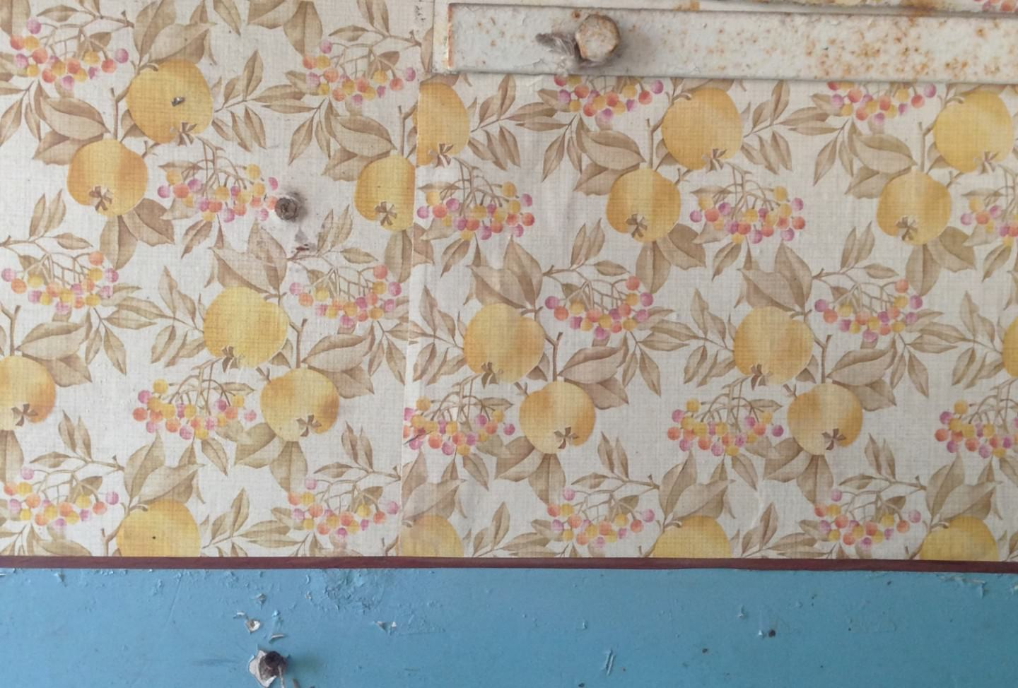How systemic change is reflected in wall décor - or: When time stands still
