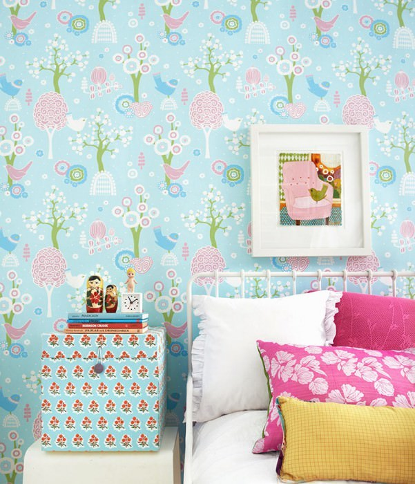 Wallpaper Körsbärsdalen Hand printed look Matt Trees Blossoms Birds Light pastel turquoise Antique pink Light blue Light yellow green White
