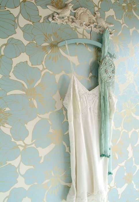 Wallpaper Indra Shimmering pattern Matt base surface Flowers Cream Gold lustre Light blue