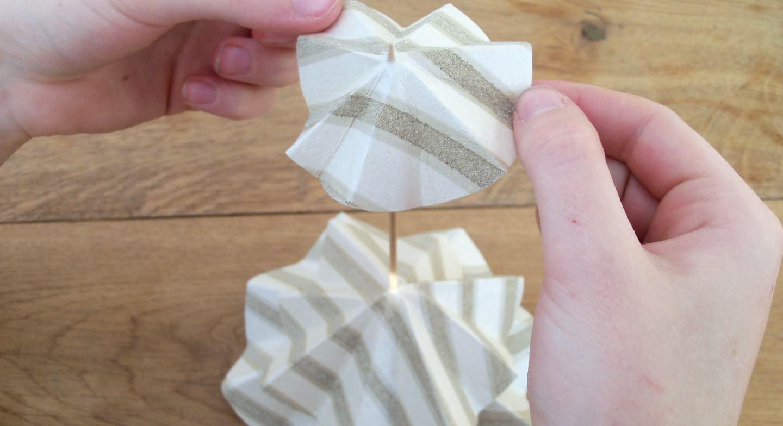 La meilleure utilisation de vos chutes de papier peint : des sapins en papier peint