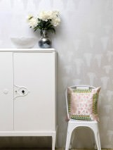 Wallpaper Deia Hand printed look Matt pattern Shimmering base surface Leaf tendrils White aluminium Grey white